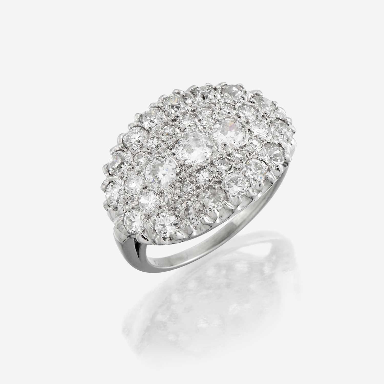 Lot 16 - A diamond and eighteen karat white gold ring