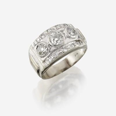 Lot 17 - A diamond and fourteen karat gold ring
