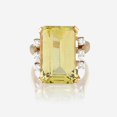 Lot 189 - A yellow beryl, diamond, and eighteen karat gold ring