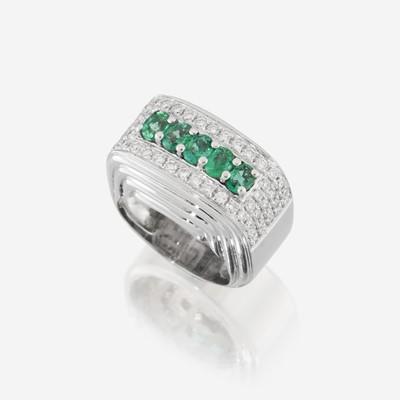 Lot 171 - An emerald, diamond, and eighteen karat white gold ring