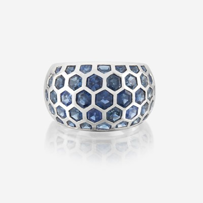 Lot 98 - A sapphire and eighteen karat white gold ring
