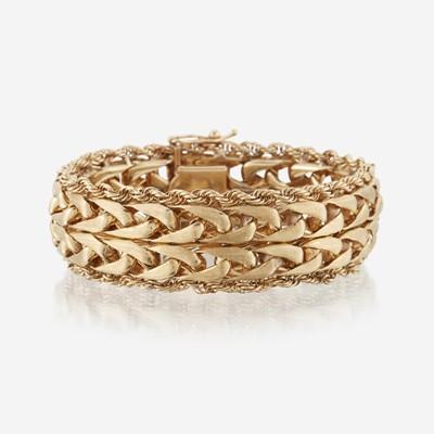 Lot 184 - A fourteen karat gold bracelet