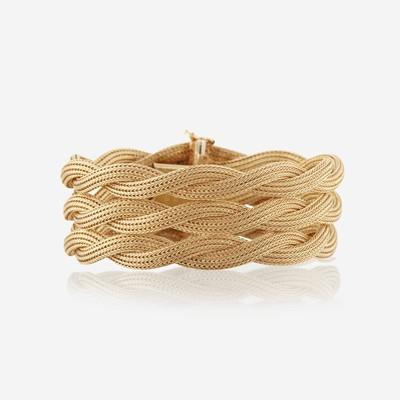 Lot 133 - A fourteen karat gold bracelet