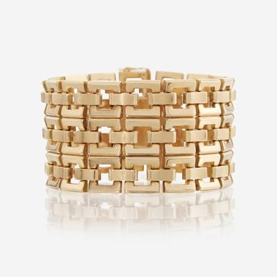 Lot 90 - An eighteen karat gold bracelet