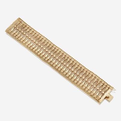 Lot 185 - An eighteen karat gold wide bracelet
