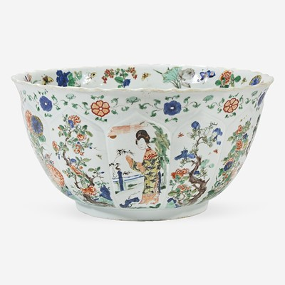 Lot 44 - A Chinese famille verte-decorated lobed porcelain large bowl