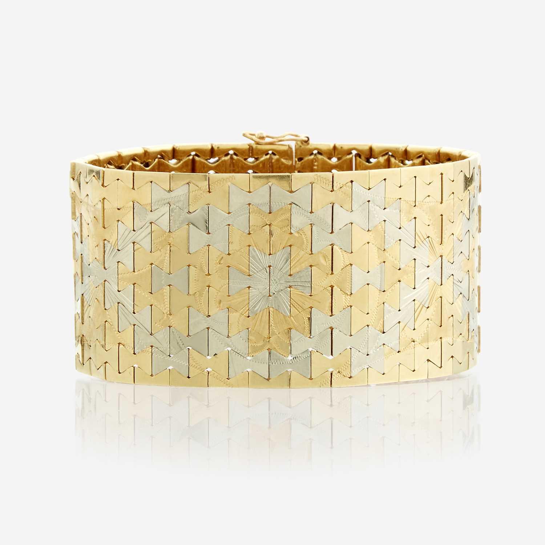 Lot 91 - An eighteen karat bicolor gold bracelet