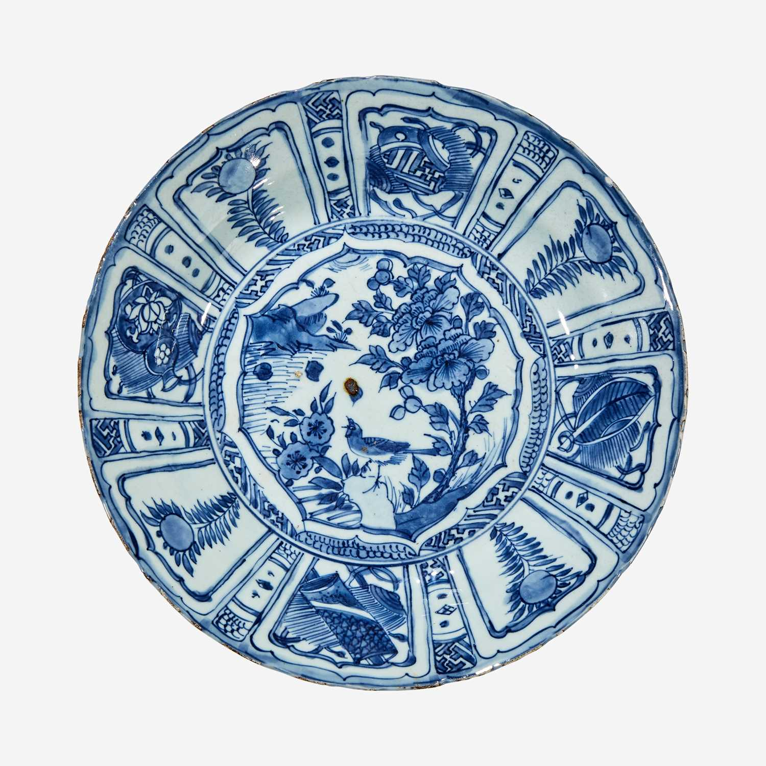 "Lot 31 - A Chinese blue and white porcelain ""Kraak"" type dish"
