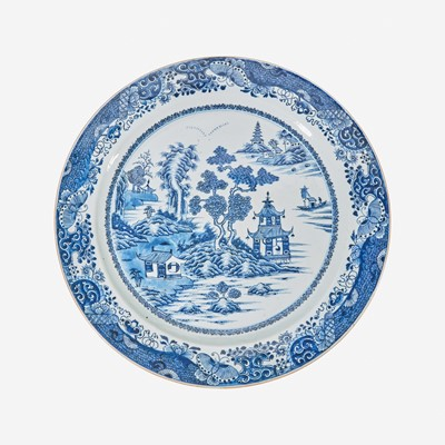 Lot 97 - A large Chinese porcelain blue and white charger