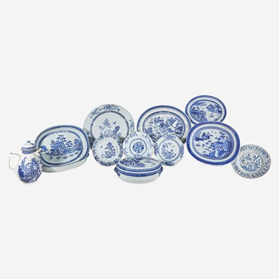 Lot 101 - An assorted group of twelve Chinese Export porcelain blue and white tablewares