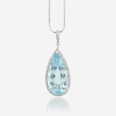 Lot 51 - An aquamarine, diamond, and eighteen karat white gold pendant