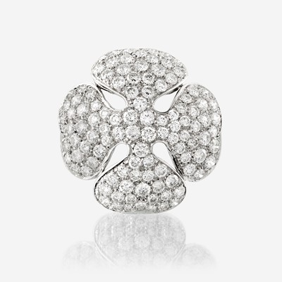 Lot 67 - A diamond and eighteen karat white gold pendant