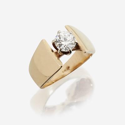Lot 32 - A diamond solitaire