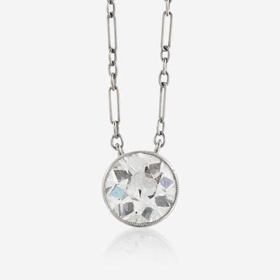 Lot 9 - A diamond and eighteen karat white gold necklace