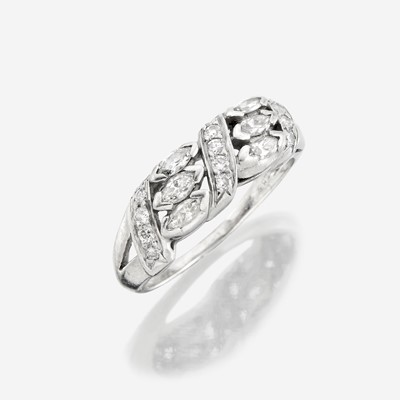 Lot 102 - A diamond and platinum ring