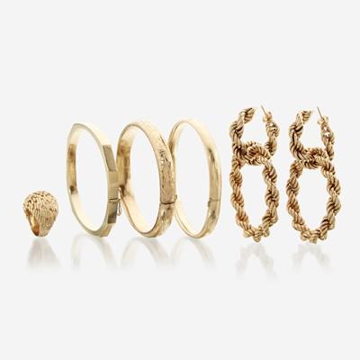 Lot 122 - A collection of five fourteen karat gold items