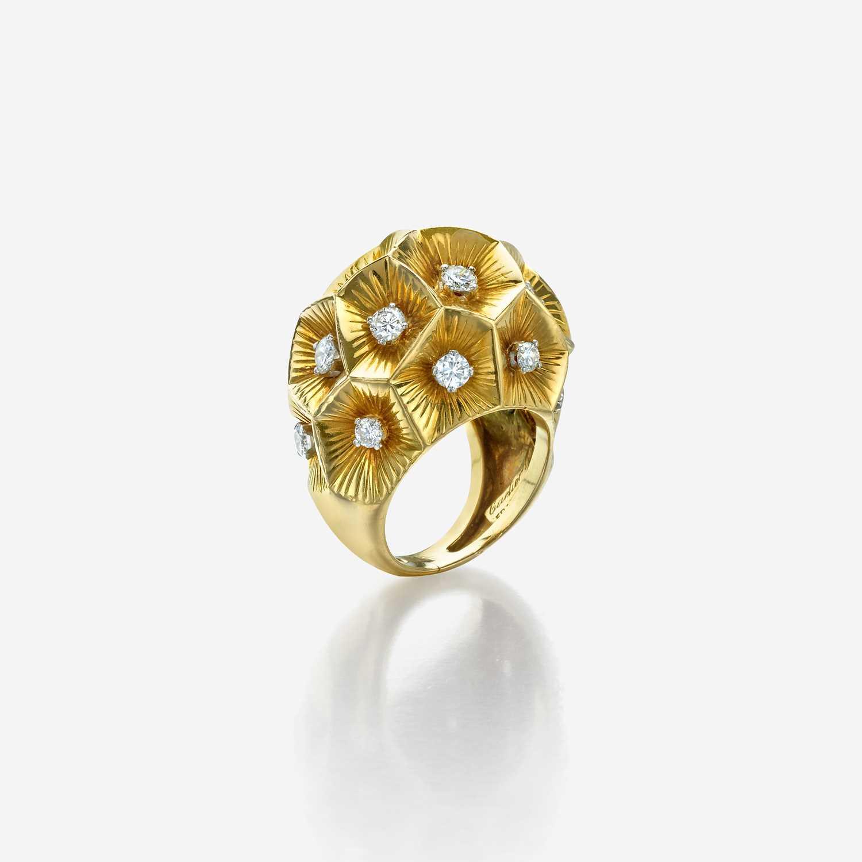 Lot 49 - An eighteen karat gold and diamond ring, Cartier