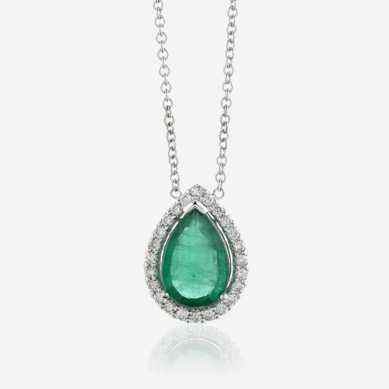 Lot 50 - An emerald, diamond, and eighteen karat white gold pendant with chain