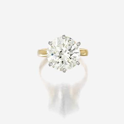 Lot 148 - A diamond solitaire
