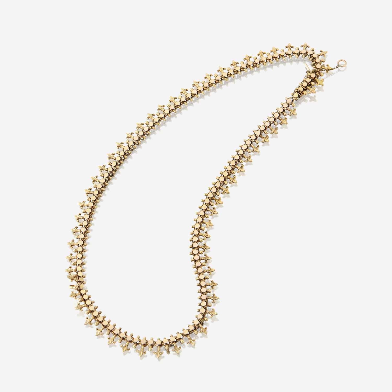 Lot 19 - A fourteen karat gold necklace