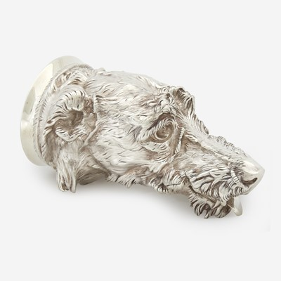 Lot 87 - A Victorian sterling silver otter hound-form stirrup cup