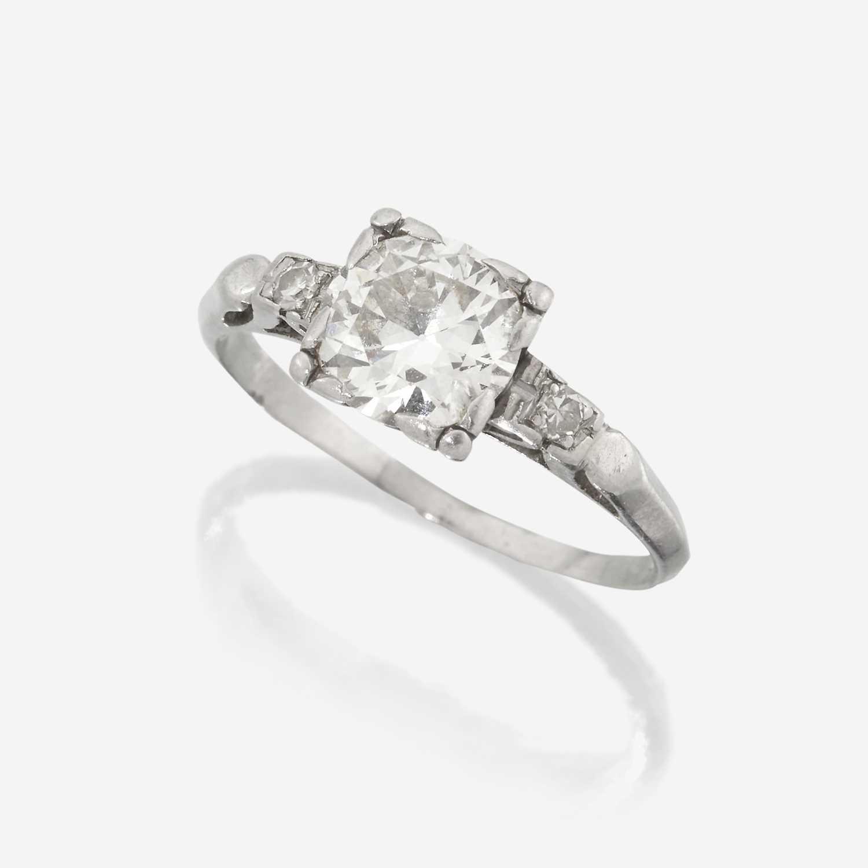 Lot 8 - A diamond solitaire