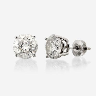 Lot 69 - A pair of diamond stud earrings