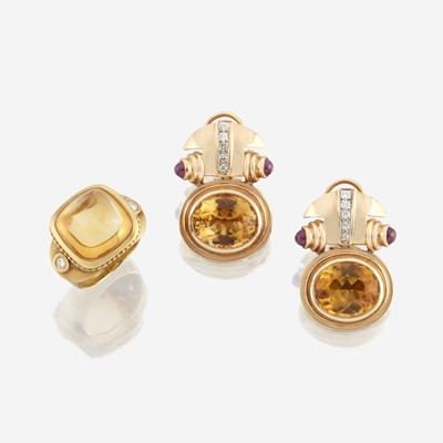 Lot 86 - A pair of citrine and gold ear clips with similar ring