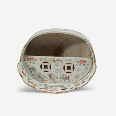 Lot 35 - An unusual Chinese famille-rose decorated porcelain oval vessel 粉彩椭圆花盆