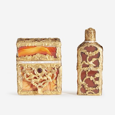 Lot 202 - A George III Gold-Mounted Hardstone Necessaire and Perfume