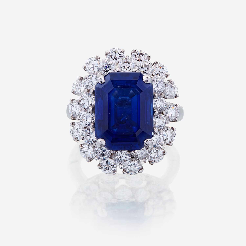 Lot 53 - A sapphire, diamond, and fourteen karat white gold ring