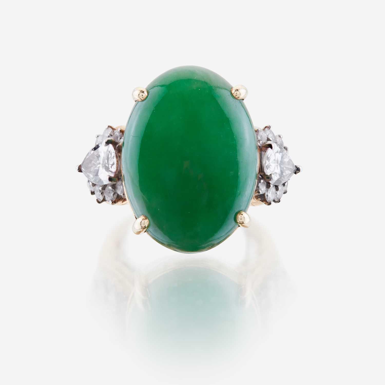 Lot 20 - A jadeite jade, diamond and eighteen karat gold ring