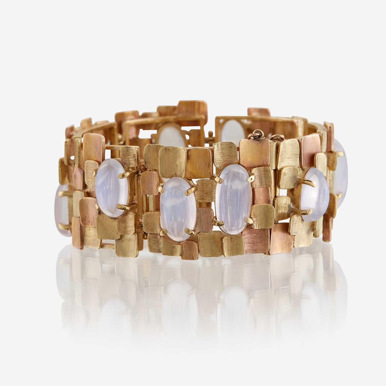 Lot 15 - A bicolor eighteen karat gold and moonstone bracelet