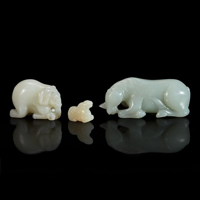 Lot 112 - A group of three Chinese carved jade animals 玉雕瑞兽一组三件