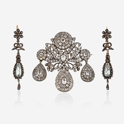 Lot 2 - An antique paste girandole pendant/brooch with matching ear pendants