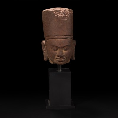 Lot 160 - A carved red sandstone head of Vishnu in Khmer style 高棉风格红砂岩吡湿奴头像