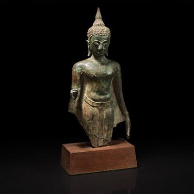 Lot 163 - A Thai bronze torso of a Buddha 泰国青铜佛造像