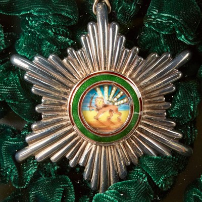 Lot 147 - An Iranian presentation medal 伊朗勋章