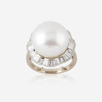 Lot 110 - A cultured pearl, diamond, and eighteen karat white gold ring