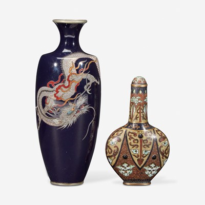 "Lot 190 - A small Japanese cloisonné ""Dragon"" vase and a Japanese cloisonné snuff bottle 日本珐琅彩龙纹花瓶和鼻烟壶一组"
