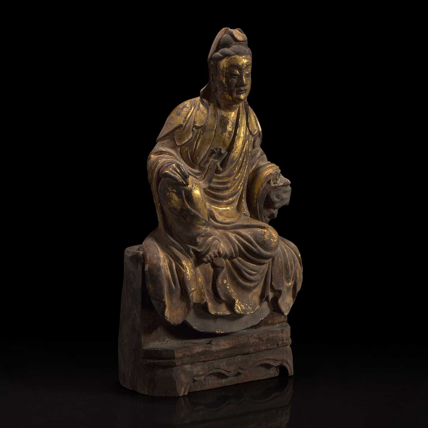 Lot 53 - A Chinese gilt-lacquered stucco figurine of Guanyin 泥塑鎏金观音