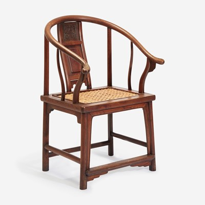 Lot 101 - A Chinese horseshoe back armchair, probably elm 圈椅 或榆木