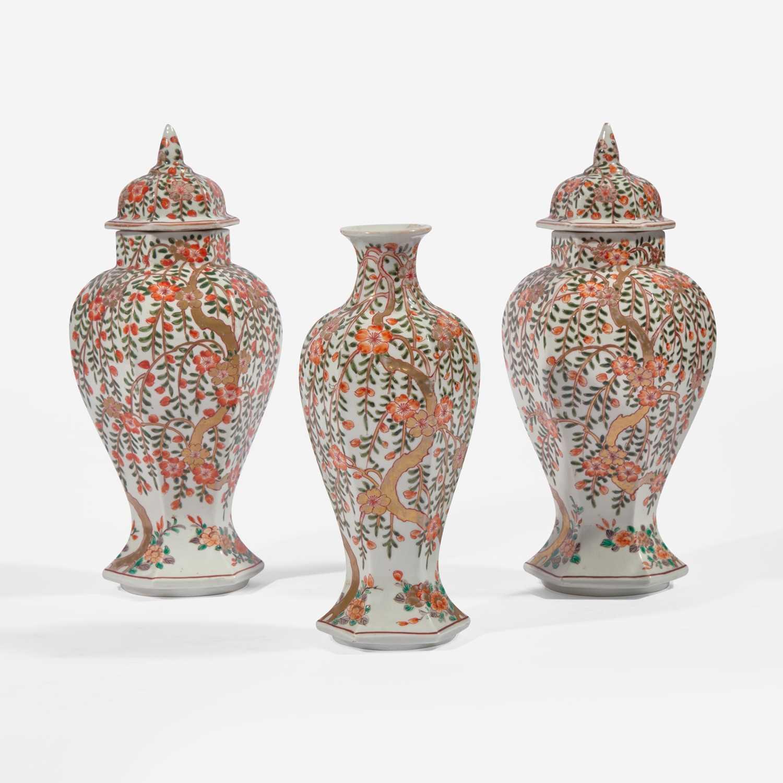 Lot 83 - A garniture of three Japanese baluster jars and a vase 日本带盖瓷瓶两件和花瓶一件
