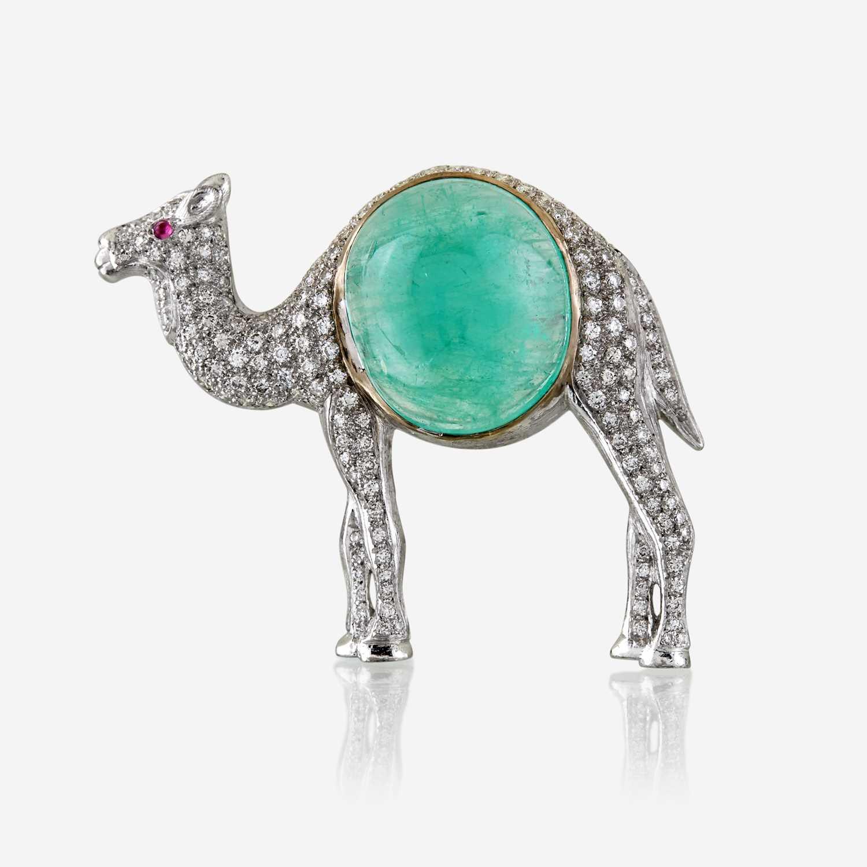 Lot 50 - An emerald, diamond, and eighteen karat white gold brooch