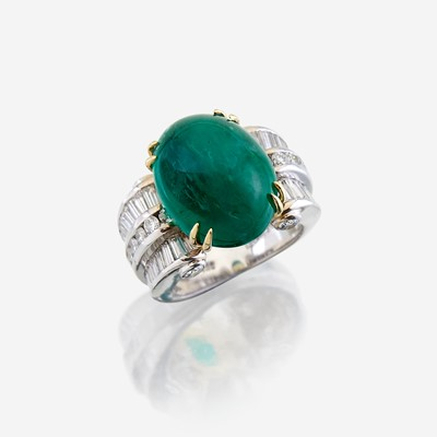 Lot 48 - An emerald, diamond, and eighteen karat white gold ring
