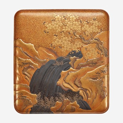 Lot 184 - A finely-decorated Japanese lacquer writing box 日本莳绘文具盒