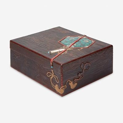 Lot 185 - A large Japanese embellished wood box 日本镶嵌木盒