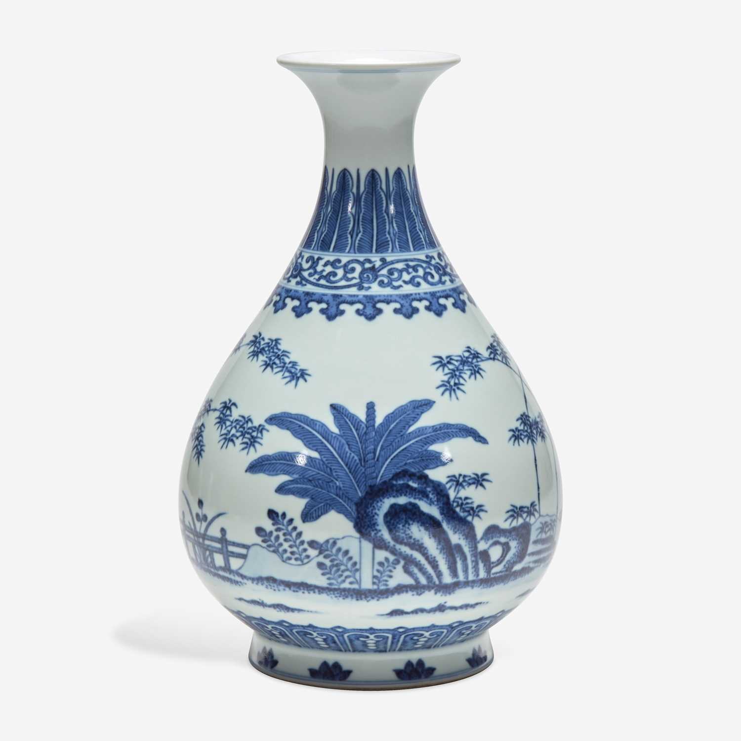 Lot 28 - A Chinese blue and white porcelain vase, Yuhuchunping 青花玉壶春瓶