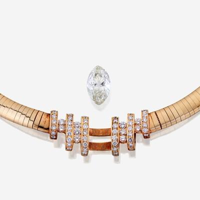 Lot 39 - A diamond, eighteen karat gold, and fourteen karat gold necklace