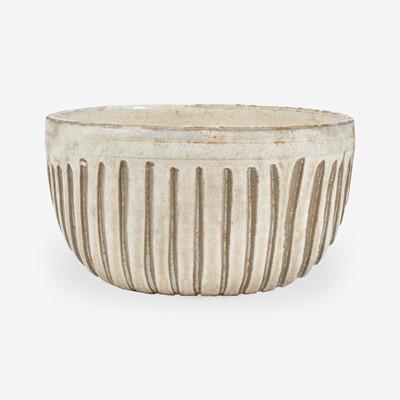 Lot 4 - A Chinese carved Cizhou bowl 磁州窑刻划花碗